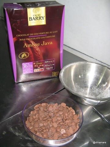 Kepingan Coklat (Pellet) sebagai bahan dasar Chocomory diimpor dari Belgia, meskipun biji coklatnya asli dari Indonesia