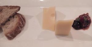Keju Emmenthal, Saus Mustard dan Irisan Roti untuk Hidangan Pra-Dessert Immigrant, Good France 2016 (foto: dok.pribadi)