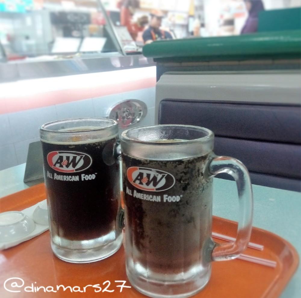 Minuman Rootbeer A&W yang khas: manis dan tidak terlalu bersoda, plus dijamin halal! (foto: dok.pri)