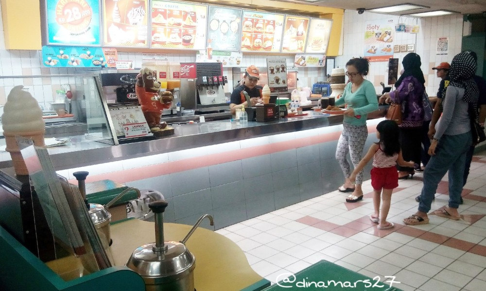 Counter pemesanan di A&W Restoran Rawamangun. (foto: dok.pri)