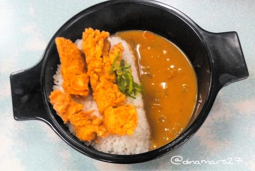 Menu •Japanese Curry Chicken Premium Mixbowl™ yang dipesan teman saya. (foto: dok.pri)